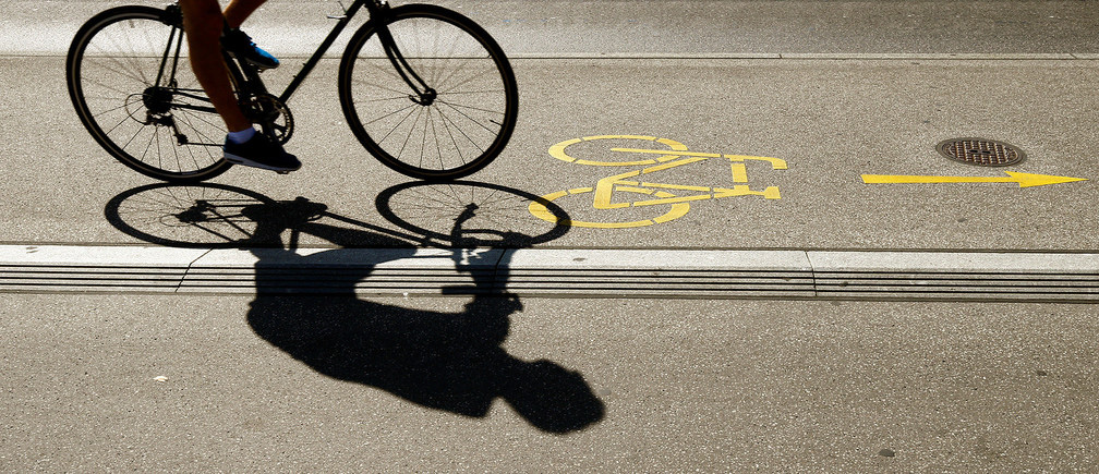 bike-safety-follow-the-laws- bike signs on the road